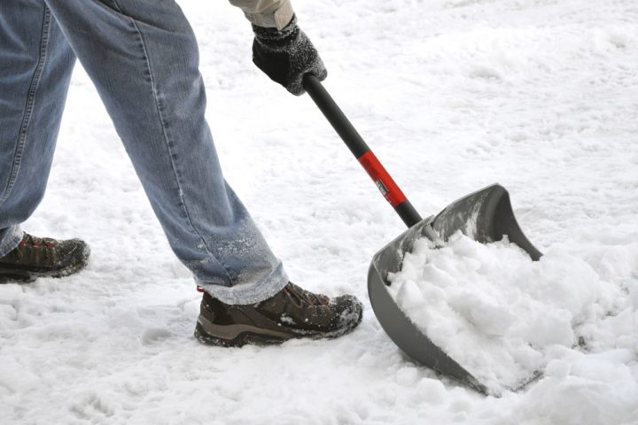 back care advice shovelling snow from our Fareham chiropractor
